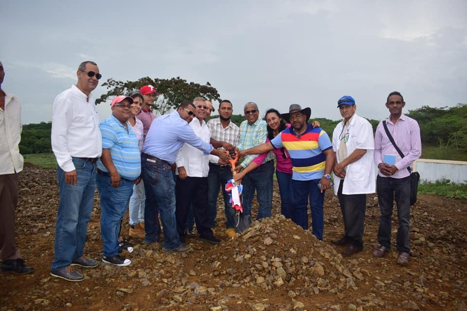 Autoridades municipales y DIGECOM anuncian construcción de vertedero municipal