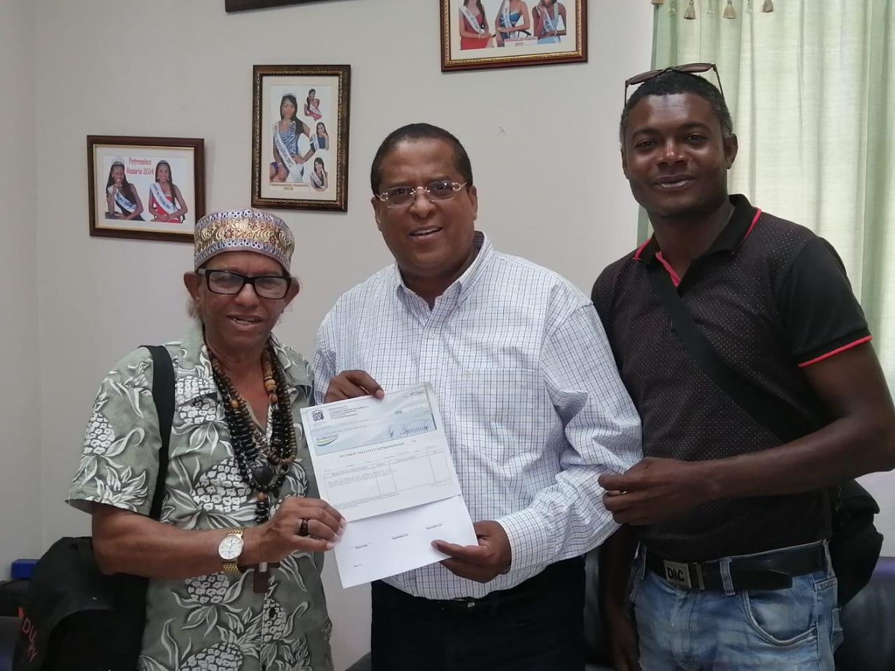 Ayuntamiento municipal entrega aporte final para realización del carnaval de Dajabón