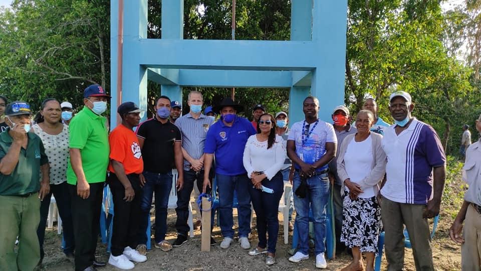 Ayuntamiento de Dajabón entrega bomba sumergible para la instalación de un sistema de agua en Palo Blanco.