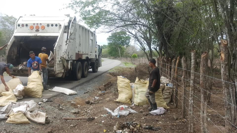 Alcaldía municipal de Dajabón inicia jornada de limpieza carretera Feliz, en conjunto con agricultura